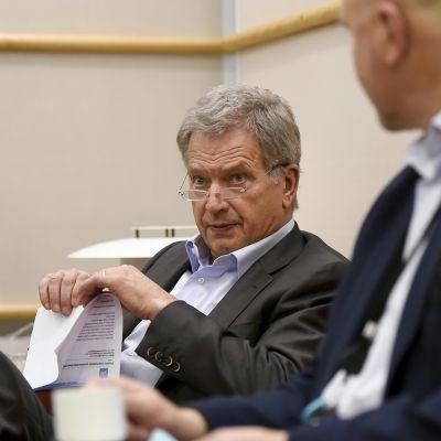 Tasavallan presidentti Sauli Niinistö vastasi kysymyksiin ja keskusteli kuuntelijoiden kanssa Yle Radio 1:ssä 14. joulukuuta.