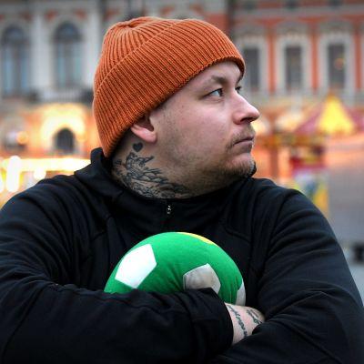 Jalkapalloammattilainen Pele Koljonen vajosi pelisuohon - ja nousi takaisin pinnalle