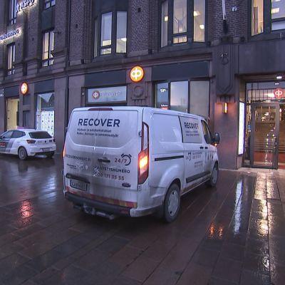 Helsingin ydinkeskustassa sattui jouluaattona laaja vesivahinko.