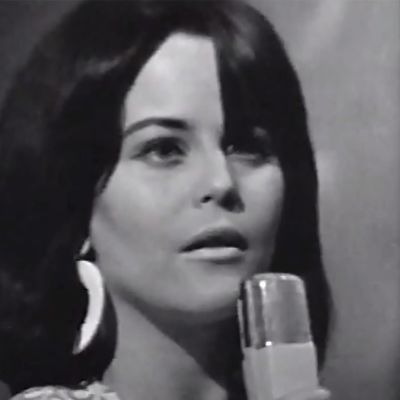Carola laulaa