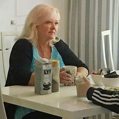 Sijaisvanhemmuus on Heli Mikkolalle sydämen asia