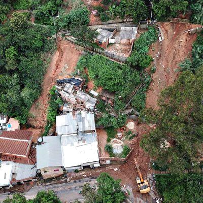 Ilmakuvassa näkyy maanvyörymien aiheuttamia tuhoja Belo Horizontessa.