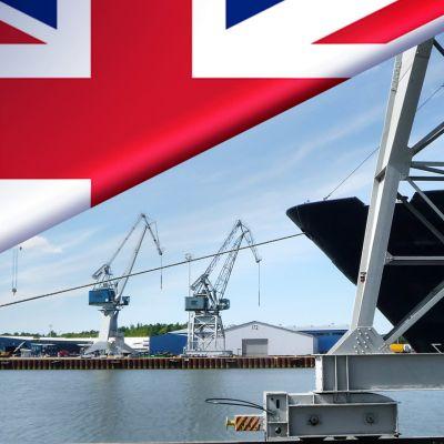 Bildmontage. Åbo hamn med en brittisk flagga i hörnet.