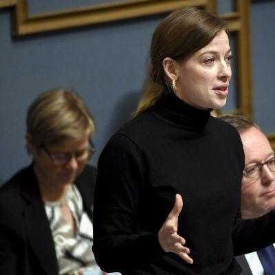 Opetusministeri vasemmistoliiton Li Andersson eduskunnan suullisella kyselytunnilla Helsingissä 13. helmikuuta.