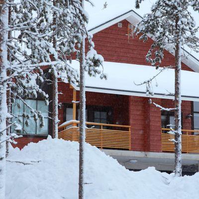 Vuokramökki Levin lumisissa maisemissa