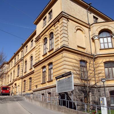 Helsingin Yliopistollisen Keskussairaalan (HYKS) kirurginen sairaala Kasarminkadulla.