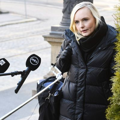 Sisäministeri Maria Ohisalo saapui hallituksen lisätalousarvion neuvotteluihin Säätytalolle Helsingissä 7. huhtikuuta