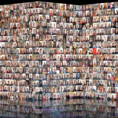 Yhdistettynä monta pientä selfie-kuvaa ihmisten kasvoista.