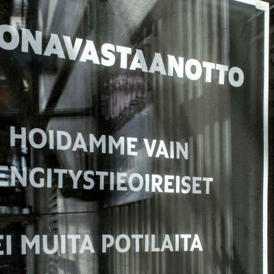Oulun koronavastaanoton ovi