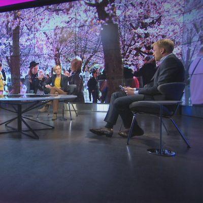 A-studio 11.5.2020. Vieraina ministeri Krista Kiuru, ylilääkäri Taneli Puumalainen ja professori Marjukka Myllärniemi.