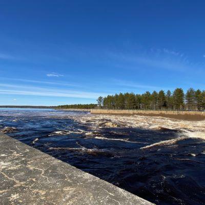 tulvajuoksutus Valajaskosken voimalaitoksella 22.5.2020