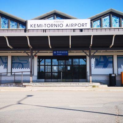 Kemi-Tornio lentokentän sisäänkäynti.