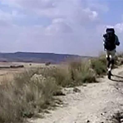 Pyhiinvaeltaja matkalla Santiago de Compostelaa