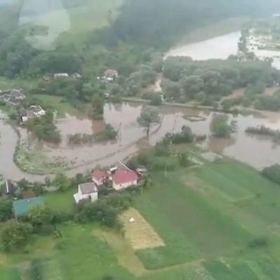 Ilmakuvaa Ukrainan tulvista.