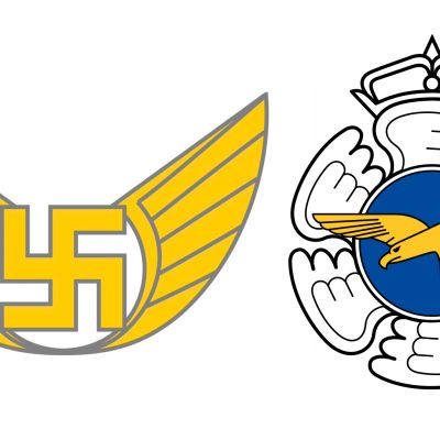 Suomen Ilmavoimien esikunnan vanha joukko-osastotunnus, jossa  on hakaristi, ja Ilmavoimien yleistunnus.