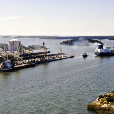 Yara Nauma -niminen alus saapumassa Uudenkaupungin satamaan iltapäivällä 7. elokuuta 2020.