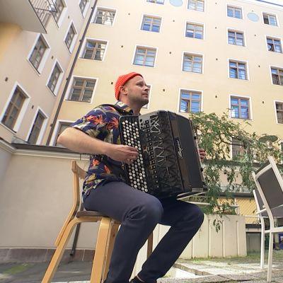 Helsingin juhlaviikot kutistui korttelikonserteiksi