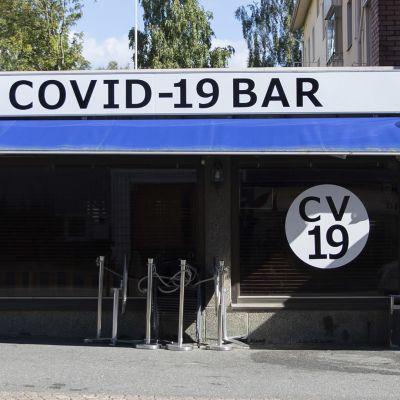 COVID-19 BAR ulkoapäin.