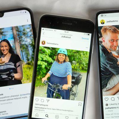 Valokuva kolmesta puhelimesta joissa jokaisessa on Instagram auki ruudulla.