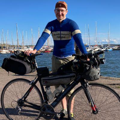 He aikovat pyöräillä kahdeksassa päivässä ja viidessä tunnissa Senaatintorilta Norjaan – videolla näet, millaisia varusteita matka vaatii