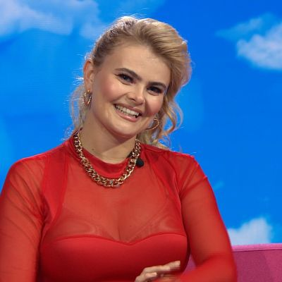 Laulaja Erika Vikman Puoli seitsemän -ohjelman vieraana