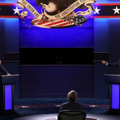 """Trumpin ja Bidenin väittelystä sukeutui kovasanainen kaaos: """"Voitko pitää suusi kiinni!"""""""
