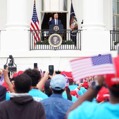 Presidentti Trump piti ensimmäisen yleisötilaisuutensa koronaan sairastumisen jälkeen