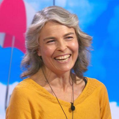 Näyttelijä Irina Björklund Puoli seitsemän -ohjelman vieraana