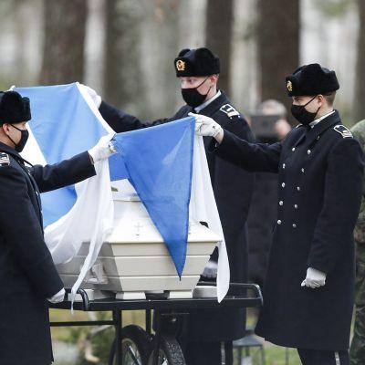 Viimeinen Mannerheim-ristin ritari Tuomas Gerdt haudattiin Lappeenrannassa.
