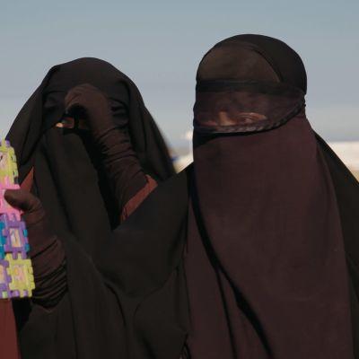 Suomalaisia naisia al-Holin leirillä