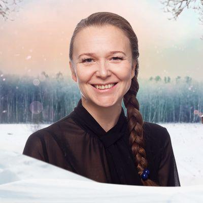 Andrea Reuter mot en grafisk vintrig bakgrund.