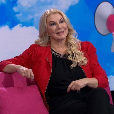 Tietokirjailija,työpsykologian tohtori Helena Åhman Puoli seitsemän -ohjelmassa