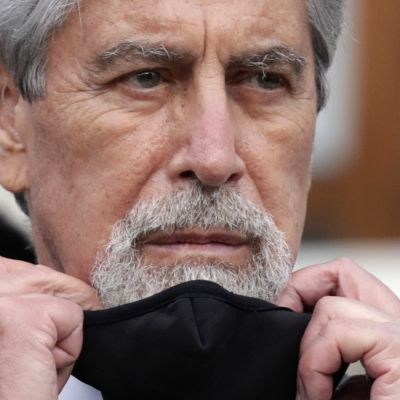 Perun presidentti Francisco Sagasti pahoittelee rokote-etuilua