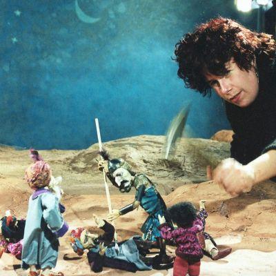 Animaatio-ohjaaja Katariina Lillqvist työssään, 2002