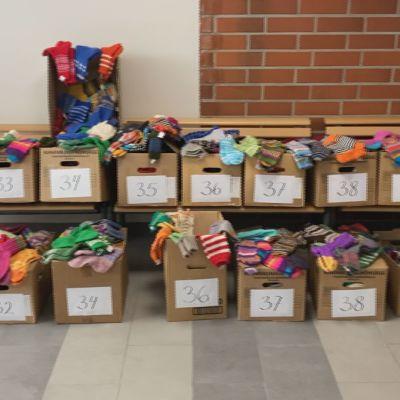 1200 villasukkaparia lahjoitettiin oppilaille ja opettajille Paltamossa