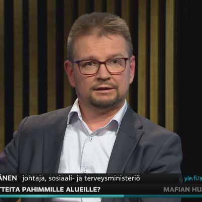 STM:n johtaja Jari Keinänen kommentoi A-studiossa rokotepainotusten aikataulua.