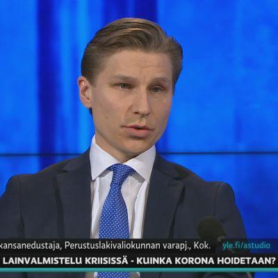 Antti Häkkänen hoputti A-Talkissa hallitusta jatkamaan liikkumisrajoitusten valmistelua.