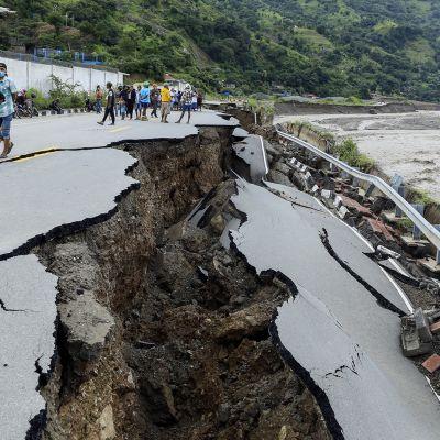 Indonesiassa myrskyn koettelemilla alueilla tuhannet ovat menettäneet kotinsa.