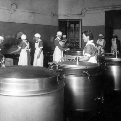 Törnävän sairaalaakeittiö 1930-luvulla.