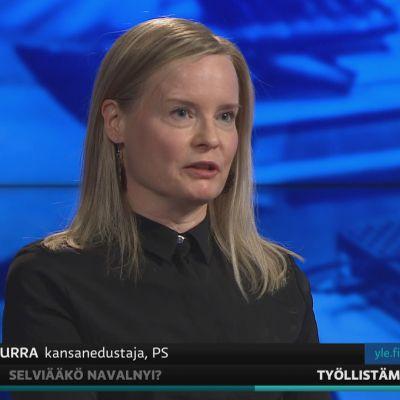 Perussuomalaisten Riikka Purra arvioi A-studiossa kuntien työllisyyskokeilua.