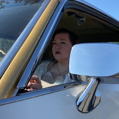 """Outi Kela on mobilisti, joka haluaa rikkoa normeja autoharrastuksessa - """"Kyllä aina yksi nainen täytyy porukassa olla"""""""