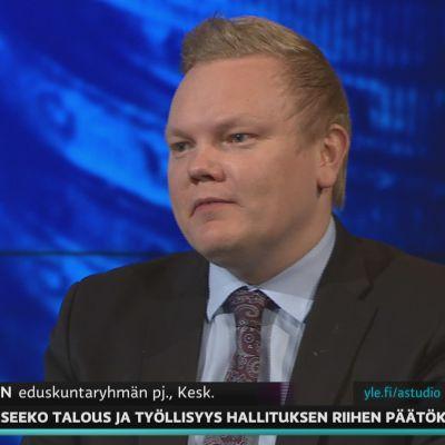 Keskustan kansanedustaja Antti Kurvinen puolusti puoliväliriihen työllisyysratkaisuja.