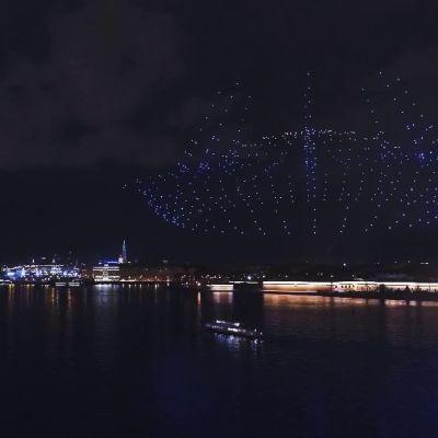 Pietarissa järjestettiin näyttävä valoshow droneilla