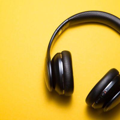Kuvassa kuulokkeet