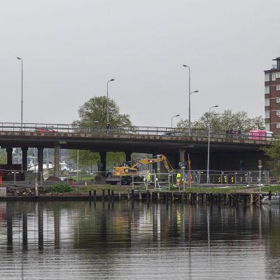 Massiivisen siltakokonaisuuden rakennustyöt alkavat Helsingissä