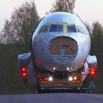Finnairin käytöstä poistama Airbus A319-matkustajakone, OH-LVB, siirrettiin 11.toukokuuta 2021 Helsinki-Vantaalta Seutulassa sijaitsevaan Kuusakoski oy:n kierrätyslaitokseen.