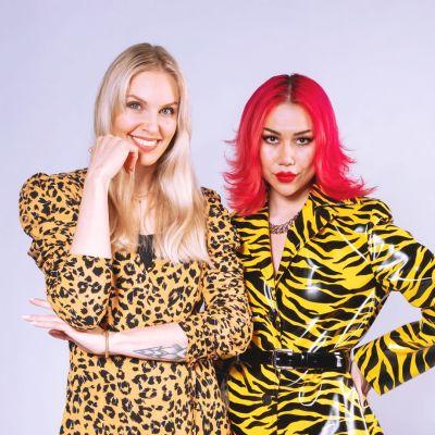 YleX:n uuden podcastin promokuva, jossa juontajat Anne Lainto ja Sini Laitinen.