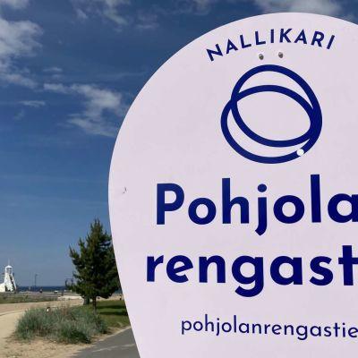 Pohjolan rengastien kyltti Oulun Nallikarissa