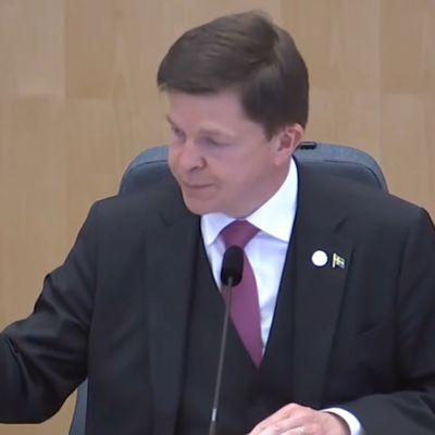 Hallitus kaatui Ruotsissa valtiopäivien puhemiehen nuijan kopautuksella