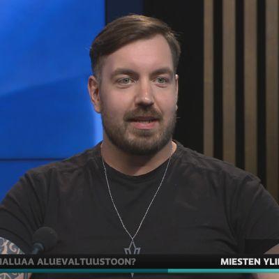Bloggaaja Tuomo Kasanen puhui A-studiossa miesten ylipainosta.